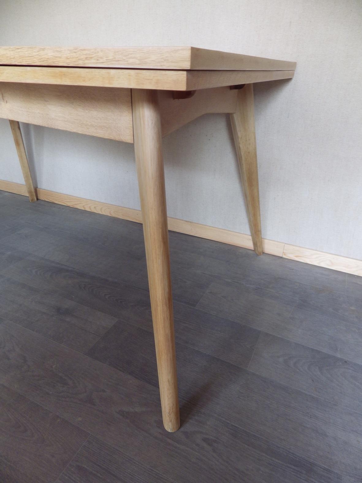 table pieds compas retour la ligne. Black Bedroom Furniture Sets. Home Design Ideas